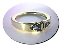 18 ct Gold Dual Sapphire Ring.