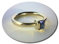 18 ct Lewis Sapphire Ring.