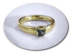 18 ct Gold Sapphire Ring.